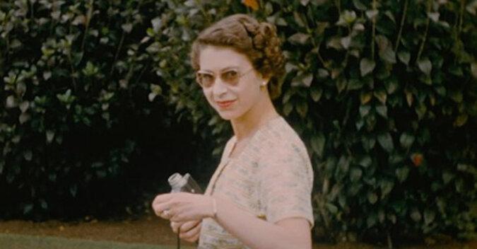 W Internecie pojawiły się niepublikowane wcześniej zdjęcia młodej królowej Elżbiety II