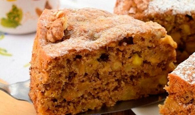 """Niesamowite ciasto jabłkowe z orzechami """"Świt"""". Szybko i smacznie"""