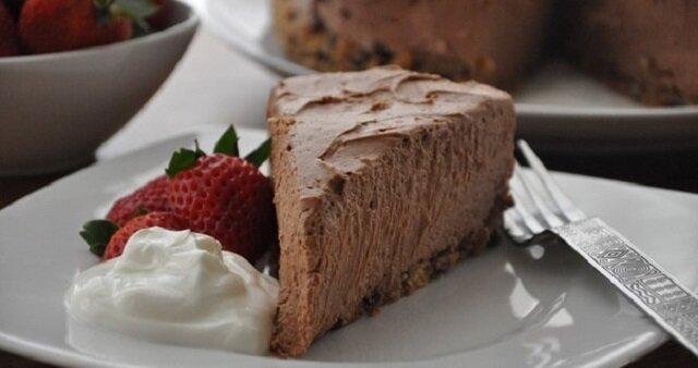Ratunek dla miłośników słodyczy: sernik czekoladowy