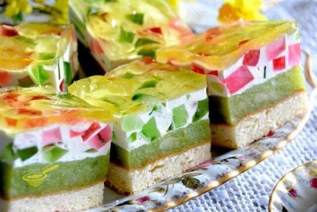 """Ciasto """"Wiosenka"""". Lekkie, nie za słodkie, wręcz orzeźwiające ciacho w pozytywnych kolorach"""