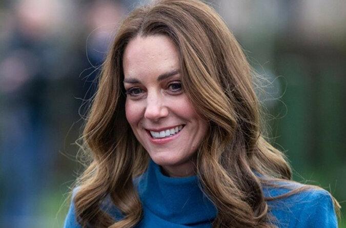 """""""Niesamowita królowa bogini!"""": Kate Middleton zachwyciła fanów idealną figurą w obcisłej bluzce i dżinsach"""
