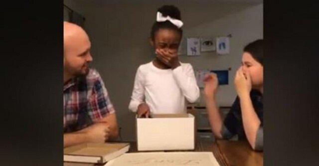 10-letnia dziewczynka całe życie spędziła u rodzin zastępczych, zobacz jej wzruszającą reakcję gdy dowiedziała się, że zostanie adoptowana