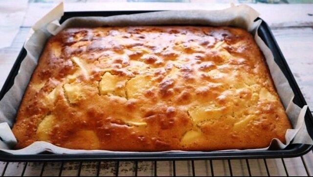 Prosty przepis na ciasto jabłkowe. Przygotowanie zajmuje jedynie 20 minut