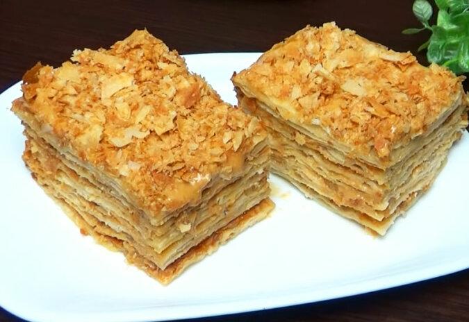 Niesamowite leniwe ciasto. W smaku bardzo przypomina ciasto napoleon, ale przygotowanie jest dużo łatwiejsze i szybsze