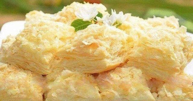 Pyszny deser z ciasta francuskiego z wyśmienitym kremem