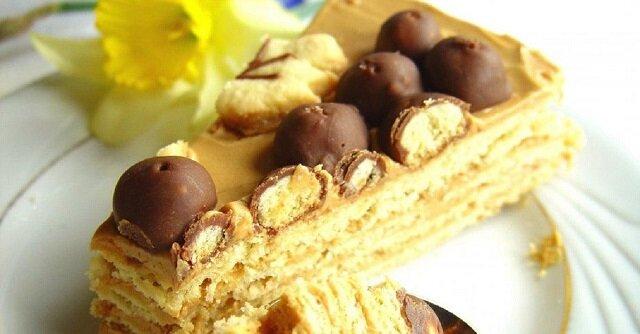 Przepis na przygotowanie tortu z ciasta piaskowego