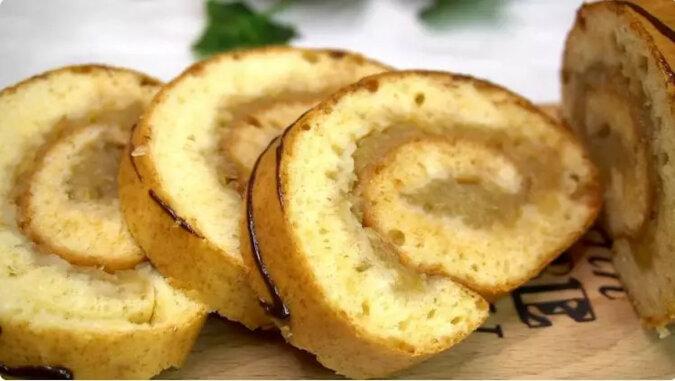 Starte jabłka zalewam ciastem i uzyskuję pyszną roladę w 20 minut