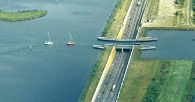 W Hollandii zbudowano most wodny, który łamie wszystkie prawa fizyki