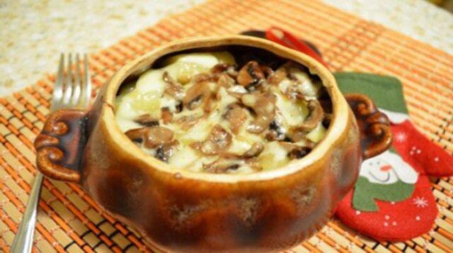 Bosko pyszna kasza gryczana pieczona w garnku z grzybami pod skórką serową